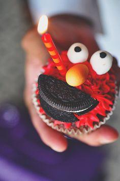 Food and Fun Pics) Elmo Birthday, Birthday Parties, Elmo Cupcakes, Elmo Party, Eat Dessert First, Food Humor, Funny Photos, Food Art, Birthday Candles