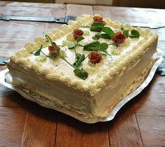 """#voileipäkakku #ham #hamcake #birthdaycake #sandwichcake #sandwich #homemade #bakery #instabake #madewithlove #finnish #riihimäki"""