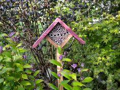 Jardines muy privados: El Jardín de Margarita   El Blog de La Tabla Cabana, Bird Feeders, Garden Tools, Outdoor Decor, Flowers, Bees, Gardening, Home Decor, Bug Hotel