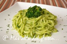 Más allá del gluten...: Espaguetis de Pepino con Salsa Cremosa de Espinaca (Receta SCD, GFCFSF, Vegana, RAW)