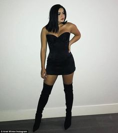 A 10! Ariel Winter has perfected the art of alluring Instagram posts. And on Saturday the 19-year-old Modern Family star shared another fetching image, this time in a strapless black dress