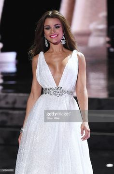 Miss Dominican Republic Clarissa Molina, competes in the evening gown competition during the 2015 Miss Universe Pageant at The Axis at Planet Hollywood Resort & Casino on December 2015 in Las Vegas, Nevada. Pageant Makeup, Pageant Dresses, Formal Dresses, Wedding Dresses, Stunning Dresses, Beautiful Gowns, Miranda Kerr And Evan, Planet Hollywood, Brunette Beauty