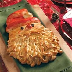 Golden Santa Bread Recipe- Recipes A friend of mine shared this fun idea. She made it with purchased frozen dough, and I use a family bread recipe. The finished loaf looks complicated. but it's actually simple to create. Holiday Treats, Christmas Treats, Holiday Recipes, Christmas Recipes, Noel Christmas, Christmas Goodies, Santa Bread, Bread Recipes, Cooking Recipes