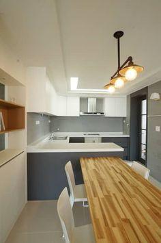 모던 내추럴 디자인: 드리머의  주방 Bar Counter, Small Office, Interior Lighting, Kitchen Storage, Furniture Decor, Building A House, Sweet Home, New Homes, Interior Design