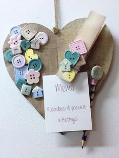 La bottega delle idee Lecco Craft Stick Crafts, Wood Crafts, Diy And Crafts, Button Art, Button Crafts, Presents For Teachers, Rustic Invitations, Pebble Art, Picture Frames