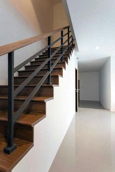 modern wood railings for stairs beautiful stair railing ideas pictures and designs iron stairway hand contemporary wooden Indoor Stair Railing, Interior Stair Railing, Modern Stair Railing, Wrought Iron Stair Railing, Stair Railing Design, Railing Ideas, Metal Stairs, Black Stairs, Hand Railing