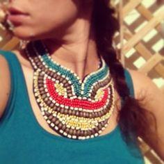 Collar Color Tribe 19,99 € Esta primavera dale un toque étnico a tu look con este cuello joya de cuentas de madera.