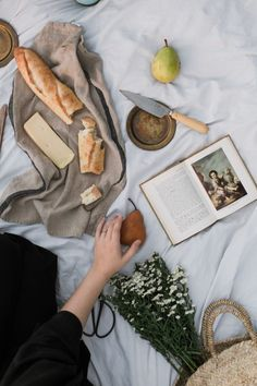 A Reminder of Why Hospitality Heals - Health Food Picnic Photography, Food Photography Tips, Photography Backdrops, Picnic Date, Summer Picnic, Beach Picnic, Summer Sun, Summer Time, Summer Aesthetic