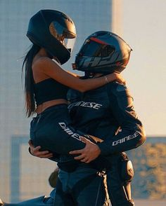 Awesome Motorbike photos are readily available on our internet site. Have a look and you wont be sorry you did. Motorcycle Couple Pictures, Bike Couple, Motorbike Photos, Motorbike Girl, Gp Moto, Moto Bike, Bike Photoshoot, Photoshoot Makeup, Ducati 848