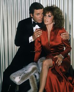 Robert Wagner & Stephanie Powers - Hart to Hart TV Series Old Tv Shows, Best Tv Shows, Favorite Tv Shows, Stephanie Powers, Movie Market, Writing Jobs, Old Actress, Gay Couple, Classic Tv