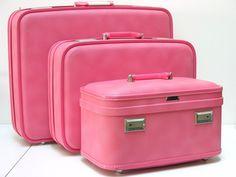 ♥♥ღPatrícia Sallum-Brasil-BH♥♥ღ Pretty Pink Vintage Suitcase Set Large Medium and Train Case Perfect Pink, Pink Love, Pretty In Pink, Pink And Green, Pink Purple, Hot Pink, Pink Suitcase, Pink Luggage, Luggage Sets