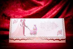 Invitație nuntă și botez este un model realizat dintr-un carton împăturit în trei decorat la exterior cu chenar dantelat și un imprimeu în care se vede mirele și mireasa care împing un cărucior cu bebelușul ce zâmbește către căminul lor . Dimensiuni invitatie impaturita : 21.8 cm / 9,5 cm Text Color, Exterior, Model, Weddings, Scale Model, Wedding, Outdoor Rooms, Models