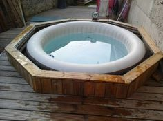 Pallet Planter / Garden Ideas -DIY Pallet Planter / Garden Ideas - via low budget diy swimming pool tutorials 10 Hot Tub Gazebo, Hot Tub Deck, Hot Tub Backyard, Hot Tub Garden, Rustic Hot Tubs, Deco Spa, Lazy Spa, Pallet Decking, Diy Pallet