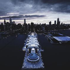S L E E P #WeOwnTheSky #RepYourCity #OutlineTheSky #Chicago Photo: @cole_younger_
