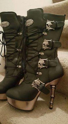 Skull Boots | www.ScarlettAvery.com