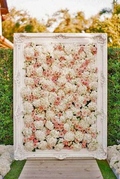 22 Trending Flower Wall Backdrops for Your Wedding Day Flower Wall Wedding, Wedding Wall, Wedding Flower Decorations, Wedding Bouquets, Wedding Flowers, Fence Decorations, Backdrop Wedding, Garland Decoration, Flowers Decoration