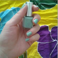 Vernis à ongles Vert Amande N°31 #Avril  Craquez ici ;) : http://www.avril-beaute.fr/maquillage-pas-cher/481-fond-de-teint-bio-miel-3662217004805.html?search_query=miel&results=1 #nails #nailpolish #vert #green #vertamande #almondgreen #7free #madeinfrance #maquillage #makeup #vernis #ongles