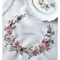 Wonderful Ribbon Embroidery Flowers by Hand Ideas. Enchanting Ribbon Embroidery Flowers by Hand Ideas. Bullion Embroidery, Brazilian Embroidery Stitches, Hand Embroidery Flowers, Embroidery Works, Hardanger Embroidery, Learn Embroidery, Hand Embroidery Stitches, Silk Ribbon Embroidery, Hand Embroidery Patterns