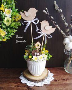 Easter Flower Arrangements, Flower Arrangement Designs, Easter Flowers, Easter Crafts, Christmas Crafts, Diy Ostern, Easter Chocolate, Egg Art, Spring Has Sprung
