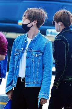 BTS V | Taehyung #airport fashion | © Visual Shock