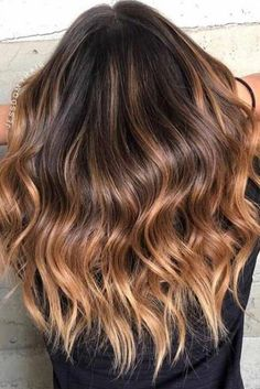 Dark Brown Ombre Hair Style Explore from short to medium to long brown ombre hair styles. Pick the most flattering hue: light dark chocolate caramel honey black reddish. Dark Ombre Hair, Color Ombre Hair, Natural Ombre Hair, Brown Blonde Hair, Brown Hair With Highlights, Light Brown Hair, Blonde Ombre, Hair Color Balayage, Brown Hair Colors