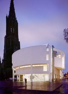 Richard Meier Architecture, Revisited at the Ulm Stadthaus in Germany