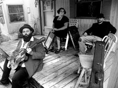 The+Reverend+Peytons+Big+Damn+Band+On+The+Porch.jpg (450×338)