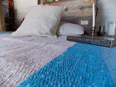 Alfombra de diseño, tejida en telar, color egeo, celeste y beige http://laszainas.tiendanube.com/alfombras/alfombra-de-diseno-1-40-x-1-40/