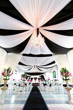 These amazing ideas will have you planning the perfect black and white wedding theme!