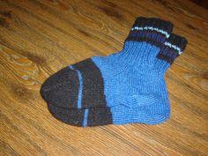 ručně pletené ponožky ze zbytků vlny pro chladné dny i noci