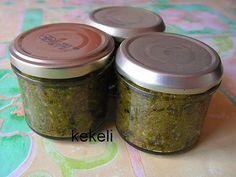 La meilleure recette de Pesto d'ail des ours stérilisé! L'essayer, c'est l'adopter! 5.0/5 (1 vote), 2 Commentaires. Ingrédients: 100 gr de feuille d'ail des ours 100 gr de tomates séchées à l'huile 25 gr d'amandes (effilées pour moi) 1 dl d'huile de pépin de raisin (ou d'olive) Sel