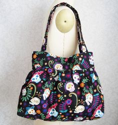 Pinning because I like the shape and size of the bag...I can make this.