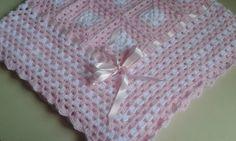 Manta para bebê , em quadradinhos de crochê .  Feita com lã própria para bebê ( Keamor / 85 % acrílica e 15 % poliamida ), macia e delicada.  Ideal para presentear ou para completar o enxoval do bebê.  Medida : 84 cm x 84 cm .  *Pode ser feita em outra cor , sob encomenda em 15 dias úteis.  **Dep...