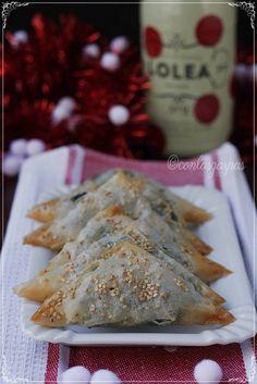 Samosas de salmón, espinacas y gorgonzola {by Paula, Con las Zarpas en la Masa}