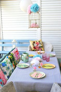 diy tablecloth.  may have to make one for my daughters first birthday!
