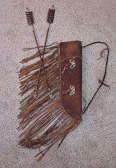 Com Native American Ojibway Indian Leather Arrow Quiver American Indian Decor, Native American Decor, Native American Flute, Native American Beauty, American Spirit, Native American Indians, Arrow Quiver, Native Design, Indian Crafts