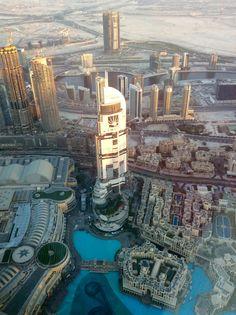 """El lago del Burj Khalifa y las fuentes desde """"At the Top"""""""