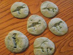 Thema archeoloog: Fossielen maken (klei, speeldeeg,...)