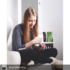 Die #Kokosnuss #Handcreme von #Ziaja pflegt beanspruchte & trockene Hände in der kalten Jahreszeit. Sie regeneriert die Haut, macht sie weich und glatt und stärkt splitternde und brüchige Nägel. Mit Canola-Öl, Lipoiden aus der Kokosnuss, OMEGA 3 & OMEGA 6. Danke @vanillaholica für das wunderbare Foto!  ✌️ Omega 3 Omega 6, Ayurveda, Beauty, Wellness, Cleaning Agent, Dry Hands, Organic Beauty, Products, Coconut