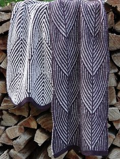 Pangolin is a totally reversable unisex two coloured Brioche scarf of (adjustable) 215 x 39 cm.