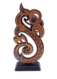 This Maori Manaia Trophy is absolutely stunning, as you can see. Made from plantation grown hardwood and native New Zealand paua shell, the carving detailed. Paua Shell, Absolutely Stunning, Beautiful, Shells, Wood Carvings, Wood Work, Simple, Tattoo, Google Search