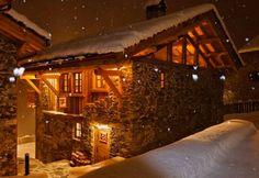 Trascorrere Capodanno in baita ecco le occasioni migliori da tenere in considerazione. Il fascino di queste località è unico, dalle montagne innevate ai caminetti accesi alle possibilità di alto livello per sciare e divertirsi