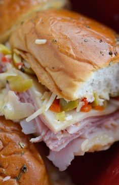 Muffuletta Oven Baked Sandwiches - This Italian Sandwich is loaded with meat, cheese and olive salad. A New Orleans favorite, baked in the oven and perfect for feeding a crowd! Sandwich Sous-marin, Monte Cristo Sandwich, Soup And Sandwich, Submarine Sandwich, Sandwich Ideas, Sandwich Spread, Submarine Movie, Club Sandwich Recipes, Midget Submarine