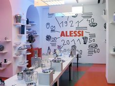 marti guixe: new alessi flagship store milan Display Design, Store Design, New Window Design, Concept Shop, Alessi, Factory Design, Shop Front Design, Retail Shop, Neon Lighting