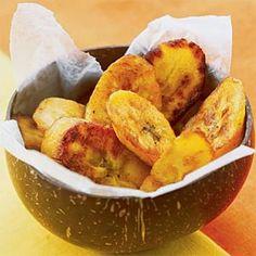 Chips fritos de plátano - comida muy común en Ghana.