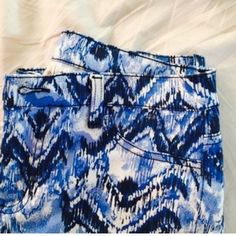 """Francesca's Collections blue tribal skinny jeans Pretty and unique jeans from Francesca's. Cotton/spandex. Bright blue and white tribal/Aztec/ikat print. Rise is about 8.5"""". Inseam is 28"""". No condition issues, worn once. Francesca's Collections Jeans Skinny"""