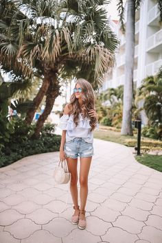Nice 44 Super Cute Spring Outfit Ideas You Should Try. More at http://trendwear4you.com/2018/03/09/44-super-cute-spring-outfit-ideas-try/
