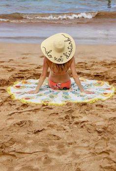 Travel in Hawaii: Beach Photo must, Do Not Disturb Sun Hat and Round Towel