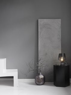 Lovely Shades of Grey Grey Wall Color, Wall Colors, House Colors, Scandinavian Interior, Modern Interior, Interior Design, Minimalist Furniture, Modern Minimalist, Colorful Interiors