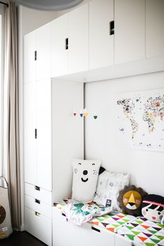 Friedrichs neues Kinderzimmer, living on small space, Inspiration auf 11 qm mit . Friedrichs new children& room, living on small space, inspiration on 11 sqm with endless storage space Pinspiration Ideas Armario, Kids Room Design, Teen Girl Bedrooms, Kid Spaces, Small Spaces, Storage Spaces, Storage Ideas, Kid Room Storage, Ikea Kids Storage